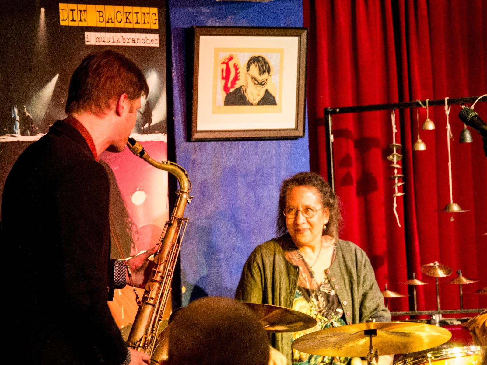 Saxofonista Luboš Soukup si zahrál s bubenicí Marylin Mazur po převzetí ceny Objev roku 2017