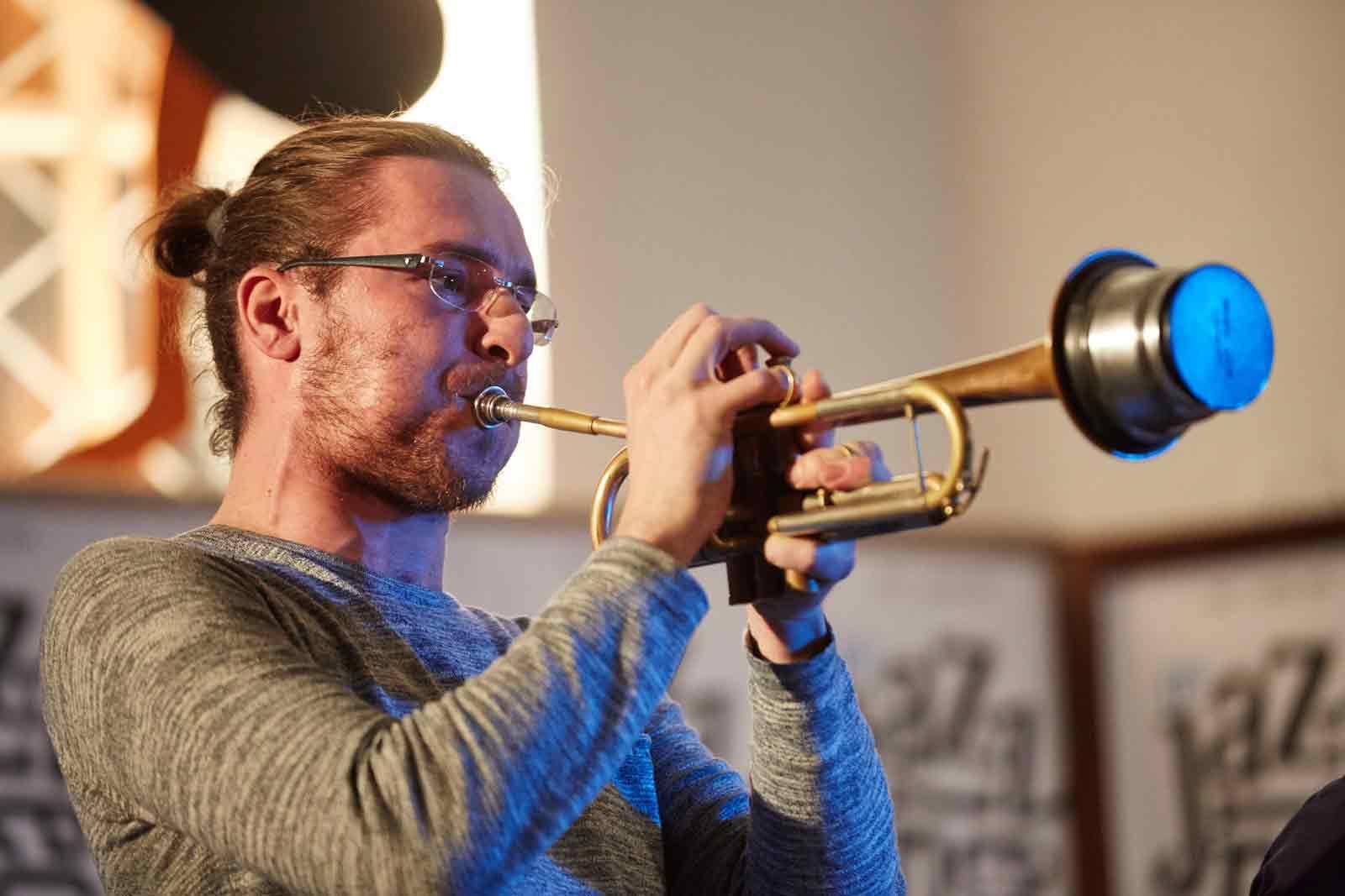 Oskar Torok hraje s Points Septet na festivalu Jazzinec Trutnov, foto Milos Salek