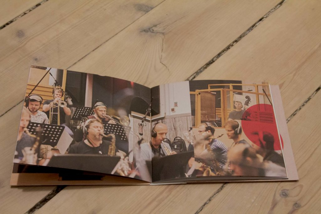 Otevreny booklet alba Vanoce dospelych